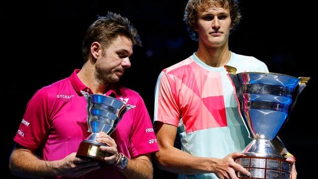Stan Wawrinka (links) und Alexander Zverev nach dem Final in St. Petersburg 2016