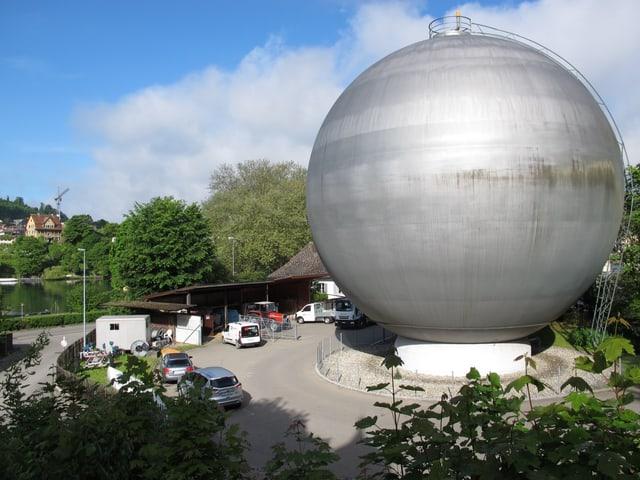 Teil des 15'000 Quadratmeter grossen Areal mit dem markanten Gasspeicher der städtischen Werke.