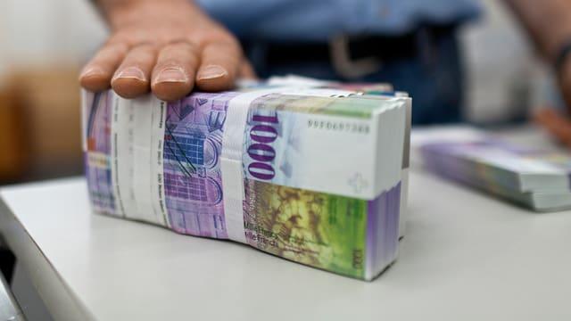 Ein Bündel Tausendernoten als Symbolbild für Pauschalsteuern.