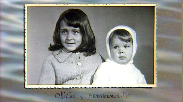 Fernand Melgar und seine Schwester als Kinder auf einer Schwarz-weiss-Aufnahme.