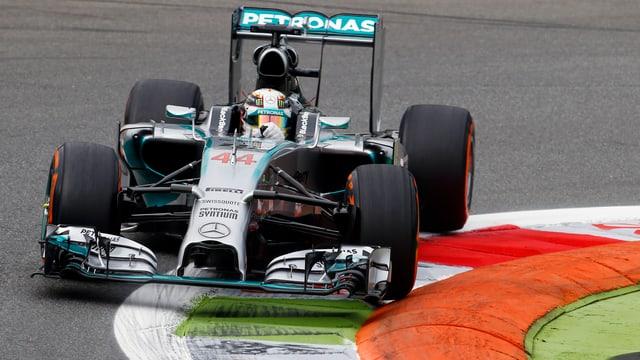 Der WM-Zweite Lewis Hamilton legte im 1. Training die Bestzeit hin.