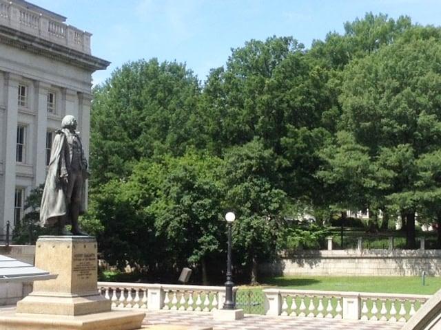 Die Statue von Albert Gallatin.