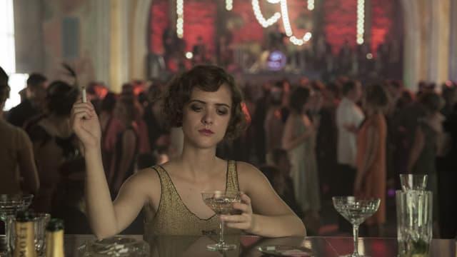 Tagsüber Polizeiermittlerin, nachts Prostituierte im Edelclub: Charlotte (Liv Lisa Fries) in «Babylon Berlin».