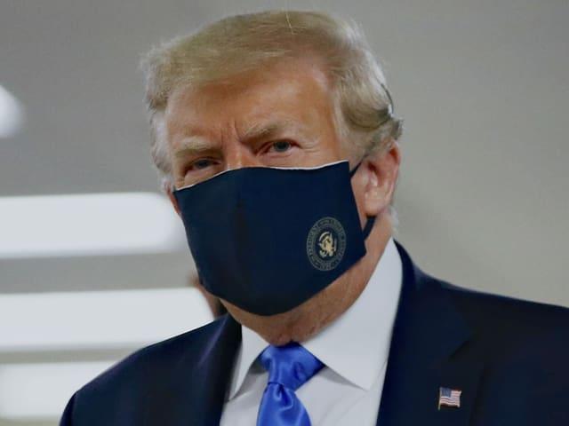 Donald Trump mit Maske.