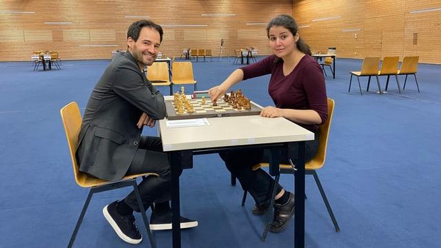 Yannick Pelletier e Lena Georgescu en la sala dal turnier