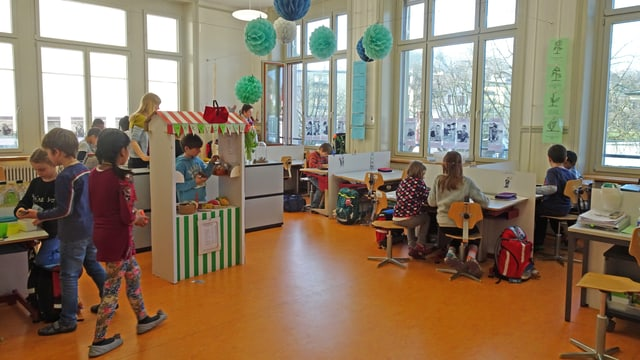 Klassenzimmer mit Kindern