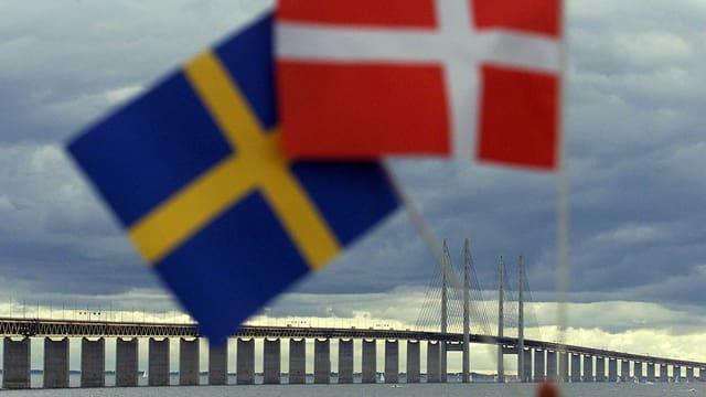 Schwedische und dänische Flagge