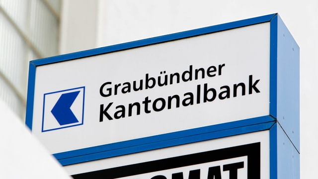 "Purtret d'ina tabla cun scrit si ""Graubündner Kantonalbank""."