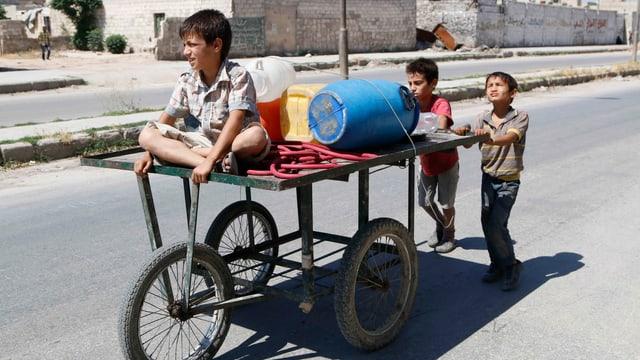Kinder im zerstörten Aleppo