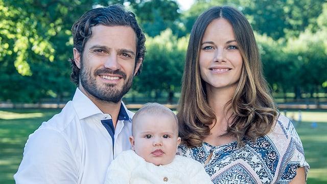 Foto von Carl Philip, Sofia und Alexander draussen im Grünen.