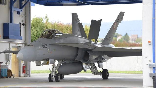 In aviun da cumbat dal tip F/A-18 da l'Armada svizra.