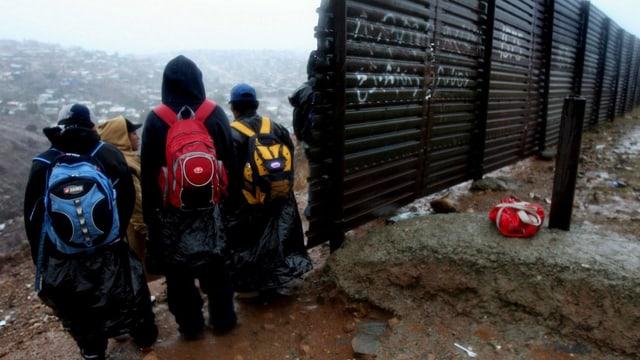 Jugendliche an der Grenze