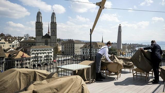 Dachterasse des Hotels Storchen in der Zürcher Innenstadt bereitet sich auf den Sommer vor.
