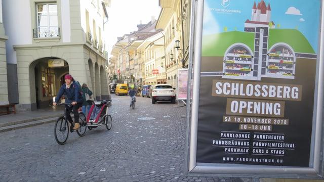 Plakat mit Aufschrift «Schlossberg Opening»