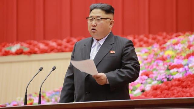 Kim Jong Un hält eine Rede