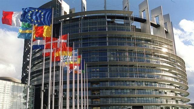 L'Uniun europeica ha sancziunà 19 burgais russ ed ucranais.