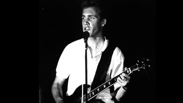 Christian Zeugin als Teenager mit Gitarre.