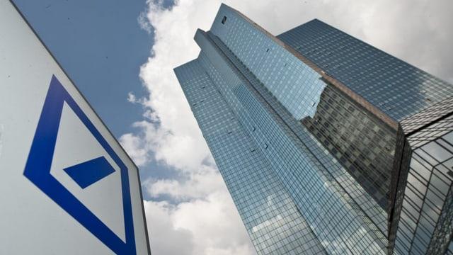 Vista sin il sgrattatschiel da la Deutsche Bank.