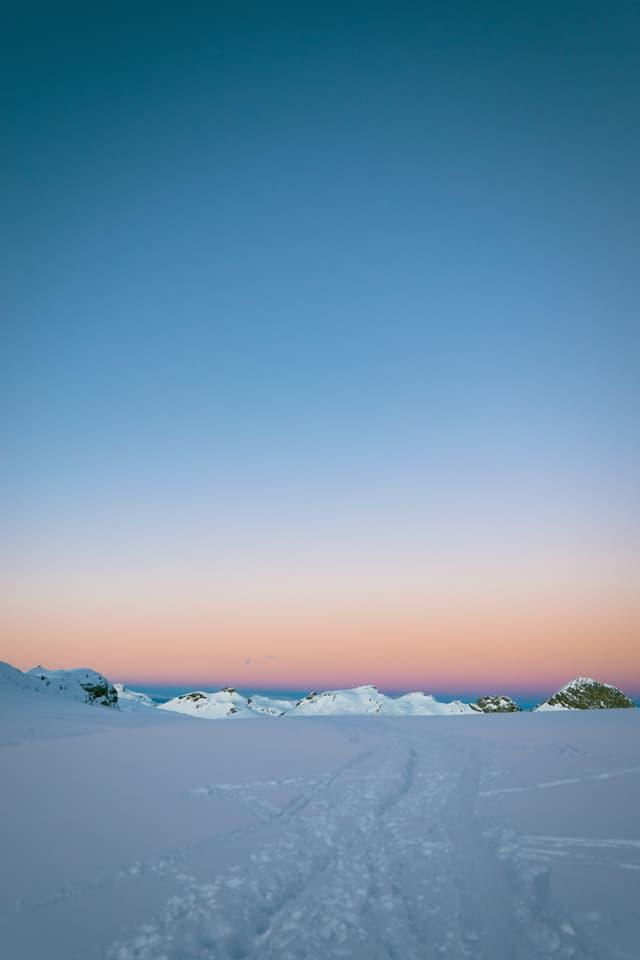 Morgenrot umgeben von Gletschern und Eis
