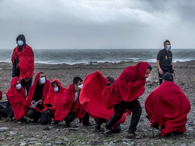 Migranten aus Marokko kommen an Strand in Gran Canaria an, 7. Januar 2021.
