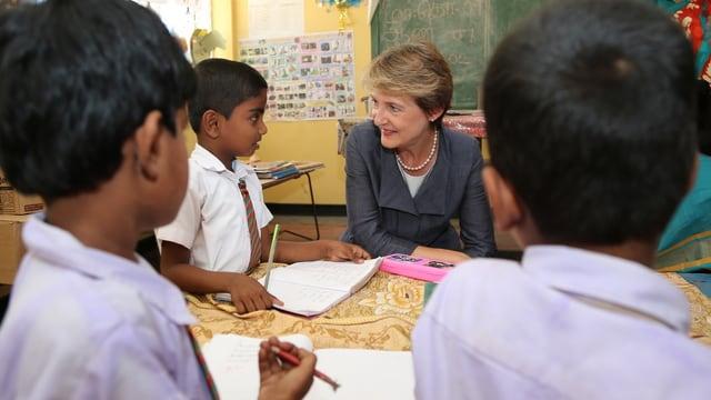 Sommaruga besuchte eine Schule.
