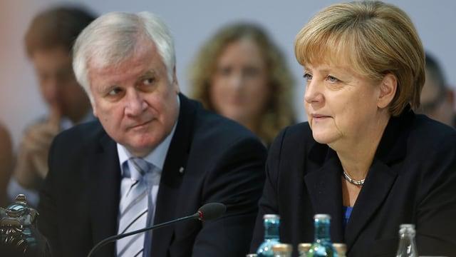 Horst Seehofer e Angela Merkel.