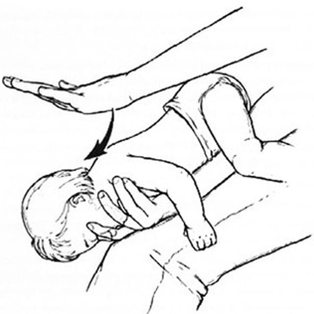 Haltung des Kleinkinds in Bauchlage.
