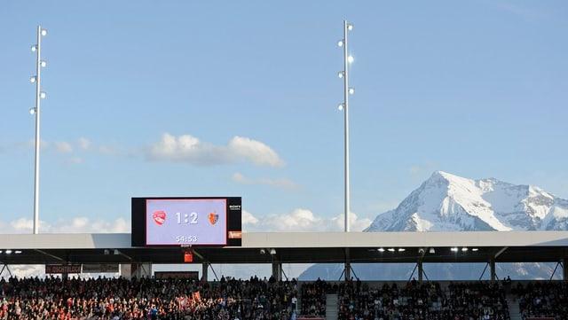 Zuschauerbeschränkung aufgehoben - aus Sorge vor Zwischenfällen. Das Stadion Thun darf zum Europacup voll werden.
