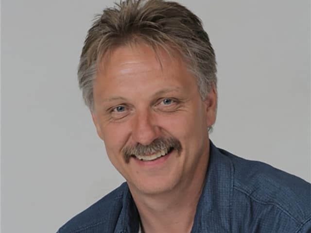 Porträt von einem Mann mit Schnurrbart.