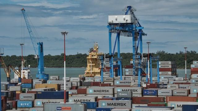 Hafenkräne in Mombasa