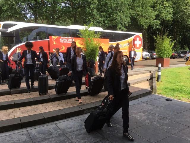 Mit vollen Koffern geht's ab ins Hotel.