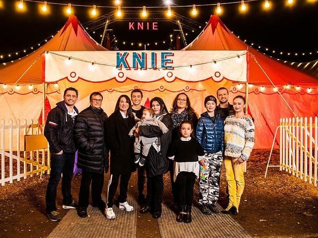 Gruppenbild der Familie Knie