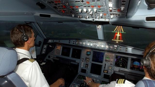 Pilots en in cocpit d'in aviun.