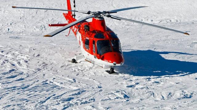 In helicopter cotschen alv da la Rega sin ina pista da naiv.