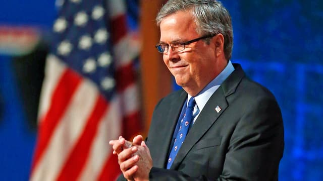 Jeb Bush vor Fahne