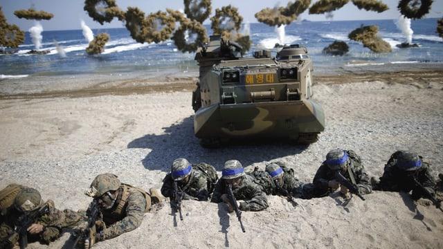 Soldaten bei Übung