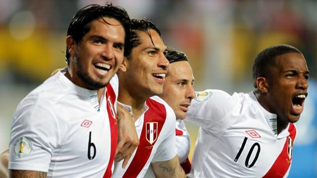 Vargas, Guerrero, Pizarro und Farfan bejubeln einen Treffer