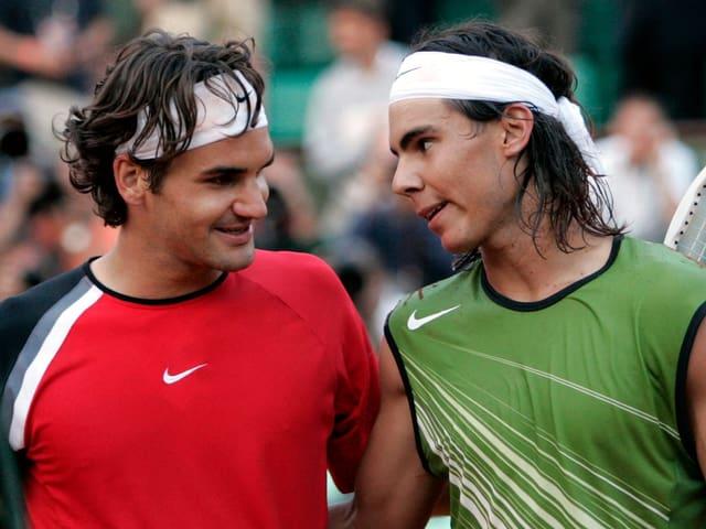 Federer unterliegt Nadal 2005 im Halbfinal der French Open in vier Sätzen.