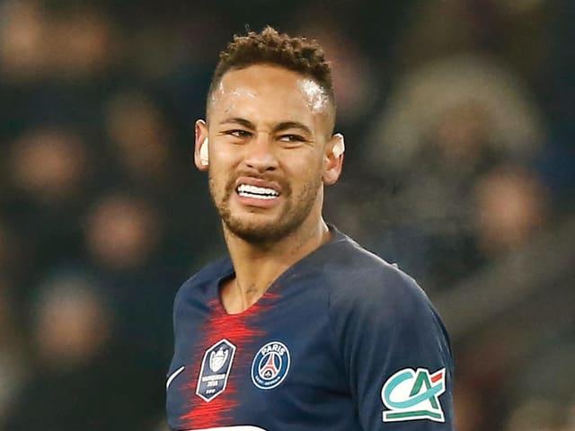 Neymar verzieht das Gesicht