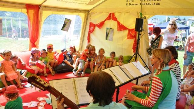 RTR sa preschenta a las festas d'uffants en il chantun Grischun.