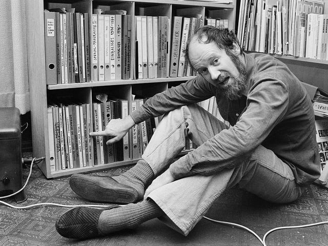 Franz Hohler in seinem Büro.