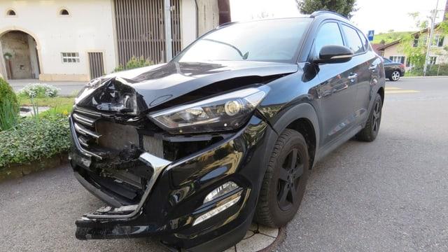 Auto mit eingedrückter Front