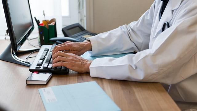 Cun dossiers electronics duain la qualitad, la segirezza e l'effizienza da tractaments medicinals vegnir meglieradas.