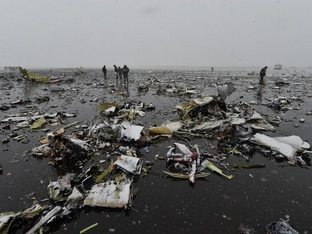 Trümmerteile nach Flugzeugabsturz.