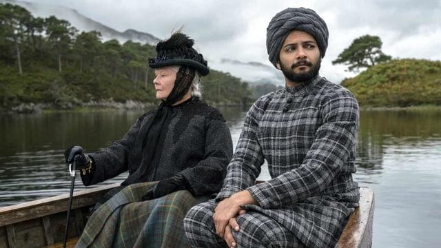 Ein Mann und eine Frau im Boot.