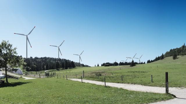 Ein schöner Tag auf dem OBergrenchberg. Ins Bild projeziert 6 weisse Windräder zur Stromerzeugung.