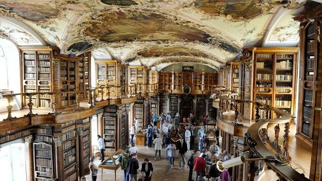 Ein Blick in die ehrwürdige Stiftsbibliothek.