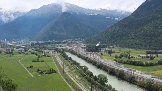 Luftaufnahme des Rhonetals zwischen Visp und Baltschieder.