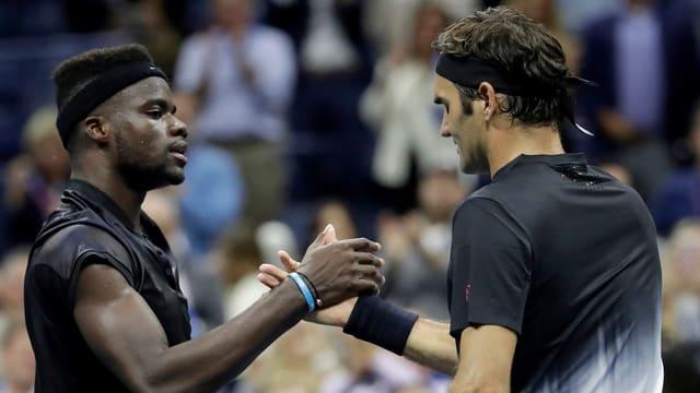 Frances Tiafoe und Roger Federer.