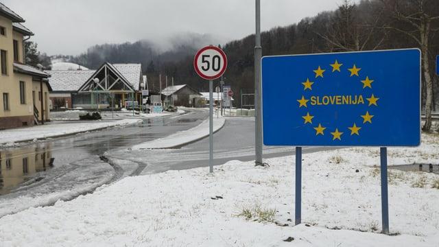 Tavla da la Slovenia al cunfin cun l'Austria.